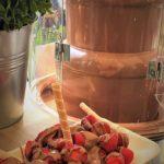 Schokobrunnen mit frischen Erdbeeren